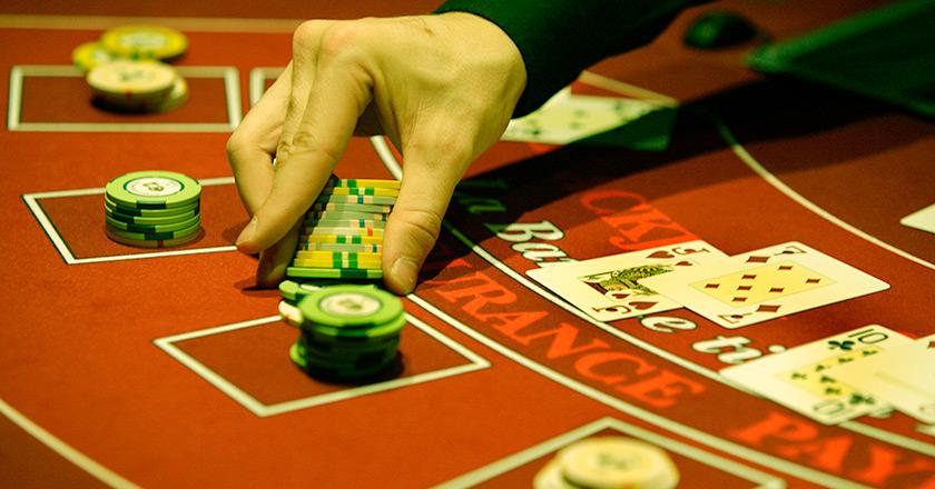 Три причины для ставок в покере.
